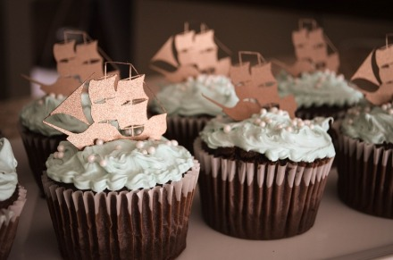 cupcake ship 16.11.17 chocolate-cupcakes-1058711_960_720